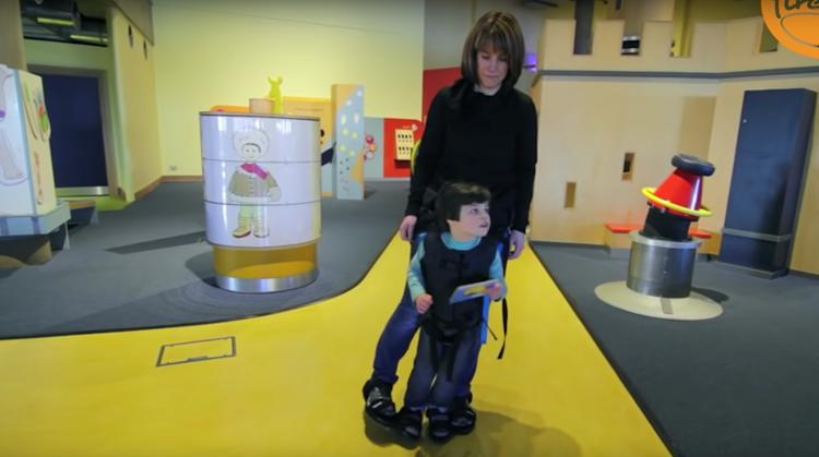 Moeder ontwerpt harnas voor zoon met CP afbeelding nieuwsbericht
