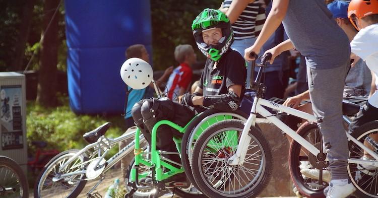 """Kevin (25, Wheel Chair MX'er): """"Als ik mijn tricks doe, voel ik geen angst!"""" afbeelding nieuwsbericht"""