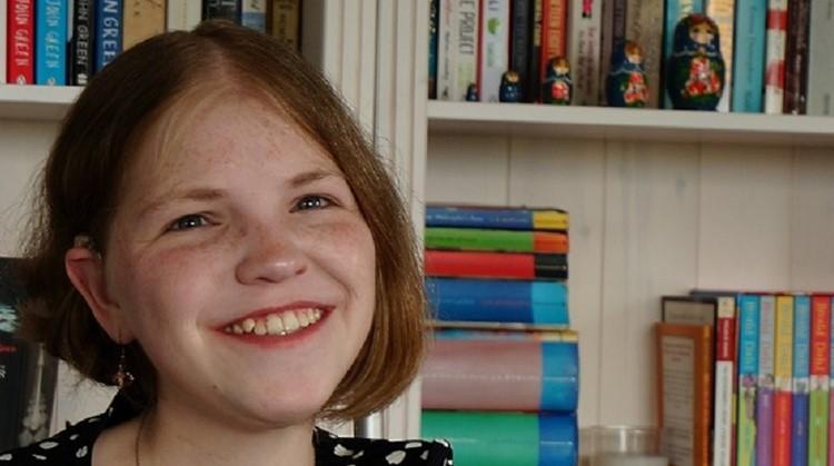 Vivian (24, meervoudig beperkt) vindt het soms lastig om chronisch ziek én gehandicapt te zijn afbeelding nieuwsbericht
