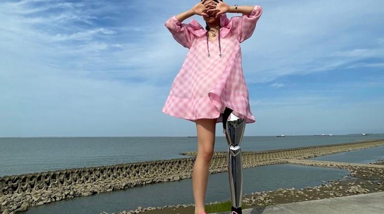 Dit model draagt haar prothese als kunst afbeelding nieuwsbericht