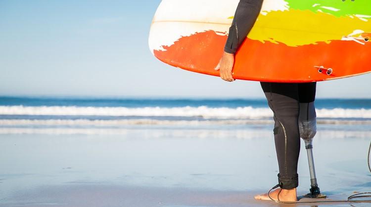 Stap net als Kiran Badloe op een surfplank afbeelding nieuwsbericht