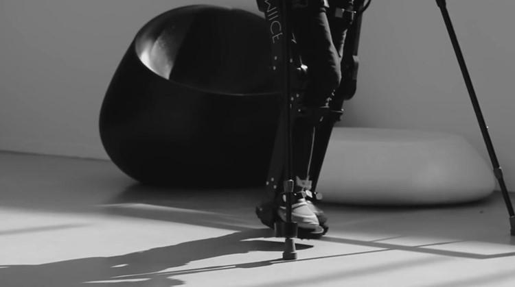 Silke loopt weer dankzij haar robotpak afbeelding nieuwsbericht