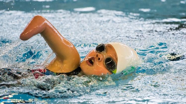 Suzie (9) is gek op zwemmen afbeelding nieuwsbericht