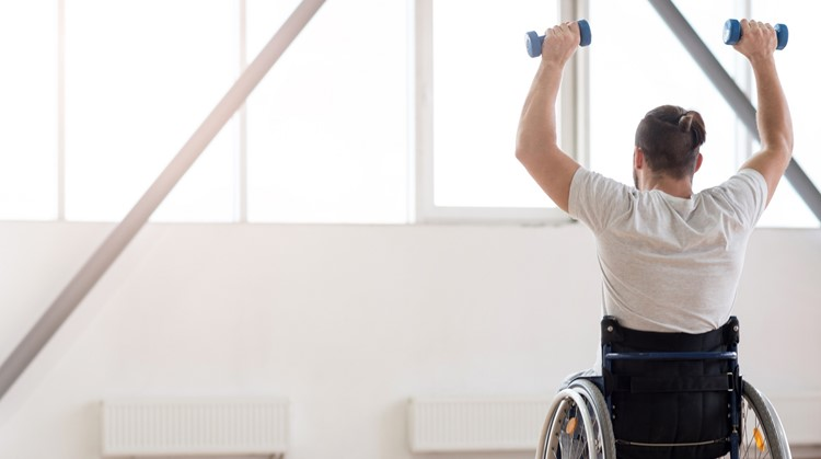 Met deze simpele trainingstips kun je thuis al beginnen met sporten vanuit je rolstoel afbeelding nieuwsbericht