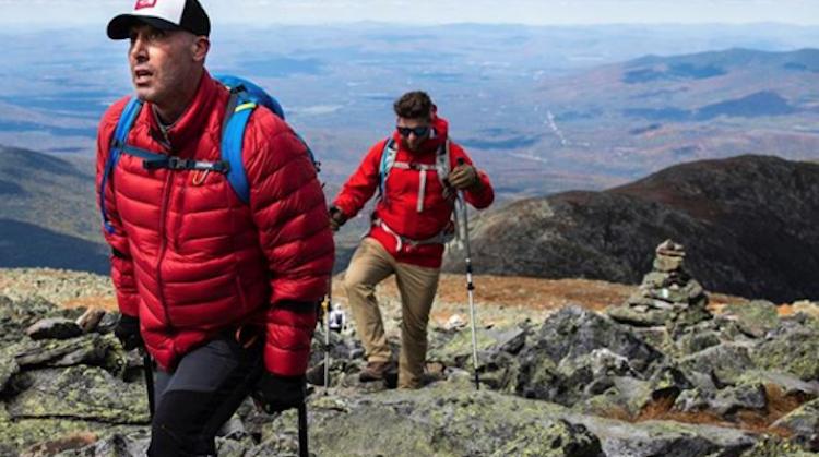 Een zware bergtocht op krukken afbeelding nieuwsbericht