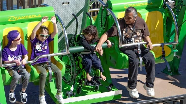 Nieuwe rolstoelattractie in Amerikaans pretpark afbeelding nieuwsbericht