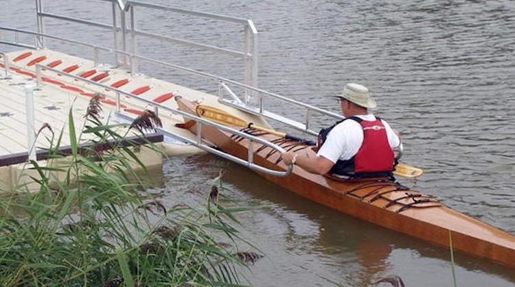 Bij kanovaren blijft je beperking op de kant afbeelding nieuwsbericht