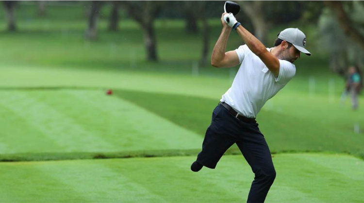 Geamputeerde golfer speelt voor vermoorde vriendin afbeelding nieuwsbericht