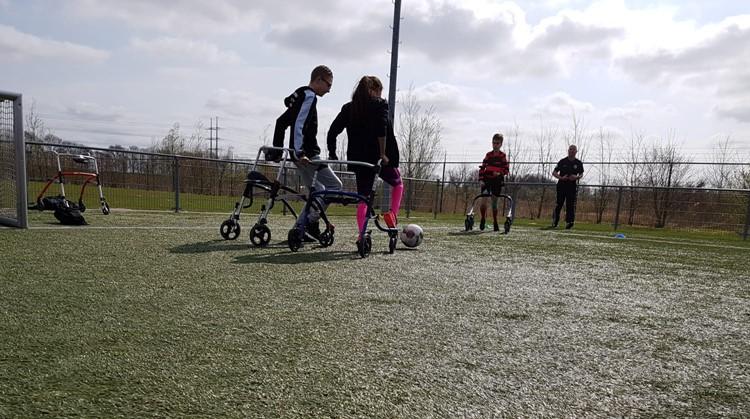 Framevoetbal: voetballen met een looprekje afbeelding nieuwsbericht