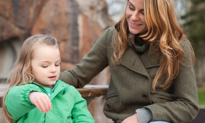 Slechthorende moeder hoort voor het eerst de stem van haar dochtertje afbeelding nieuwsbericht