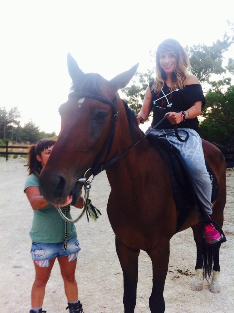 Met een prothesebeen op een paard zitten, dat leek Penny geen lolletje. Maar wat vond ze het een gave ervaring! afbeelding nieuwsbericht
