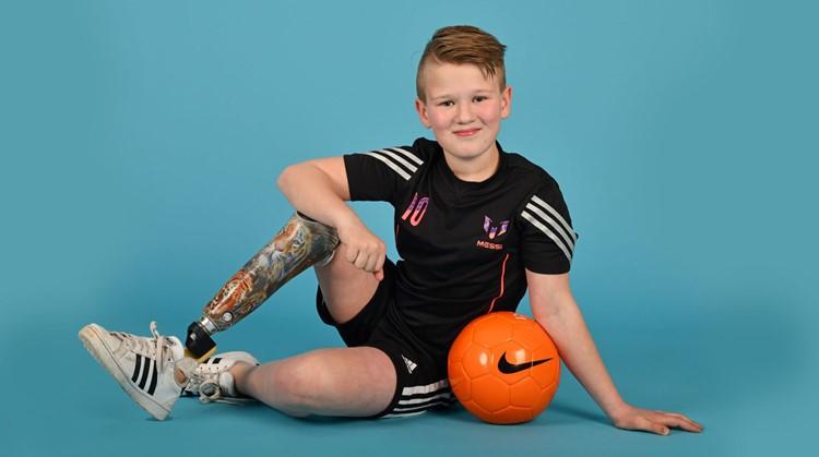 Jur voetbalt 'gewoon' met zijn leeftijdsgenootjes afbeelding nieuwsbericht