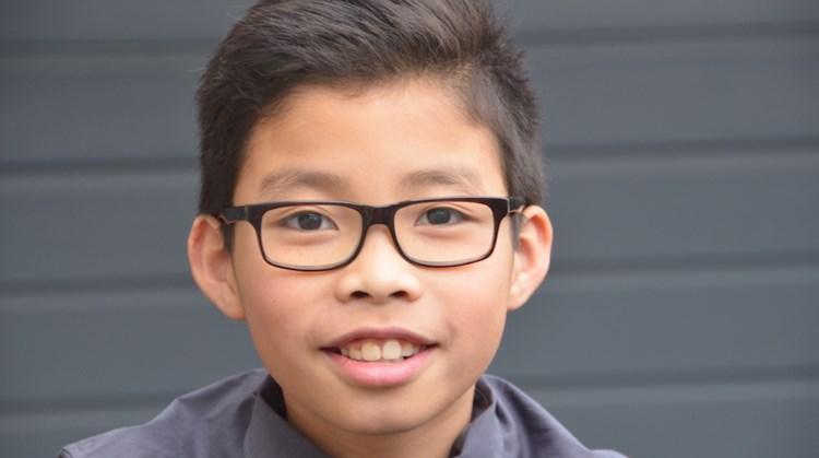 """Yanu van Leeuwen (11): """"De vlinderslag lukt mij echt wel met mijn verkorte arm"""" afbeelding nieuwsbericht"""