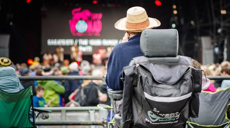 Zo ga je naar een festival in een rolstoel afbeelding nieuwsbericht