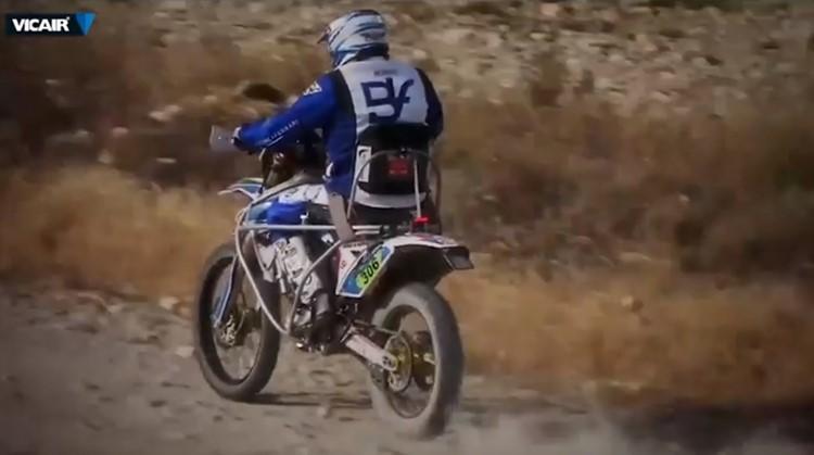 Nicola wil als eerste motorcoureur met een dwarsleasie die de Dakar Rally rijden afbeelding nieuwsbericht