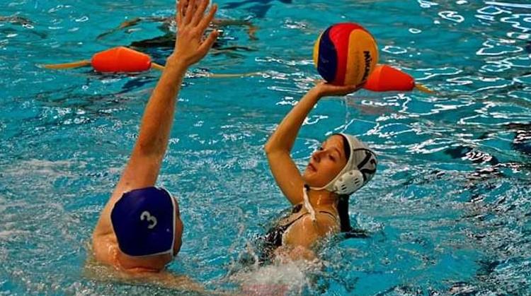 Megan Stam geniet elke training van waterbasketbal afbeelding nieuwsbericht