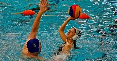 Afbeelding Megan Stam geniet elke training van waterbasketbal