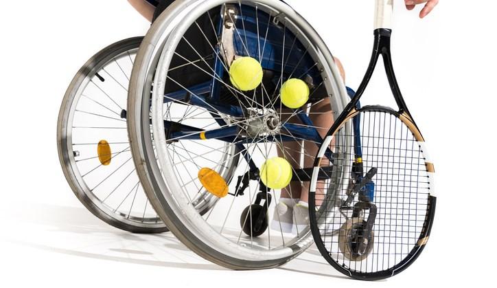 Bijzonder: Jort is nog maar veertien, maar hij doet er alles aan om iedereen een lekker potje tennis te laten spelen. afbeelding nieuwsbericht