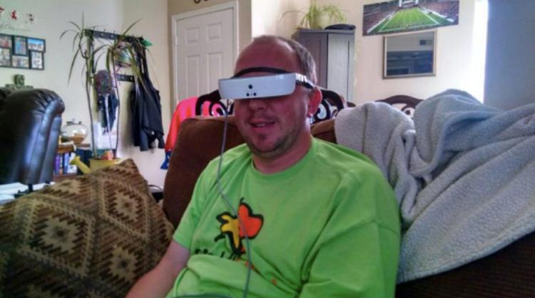 Cool: Blinde Football-fan kan zijn favoriete team zien door VR-bril afbeelding nieuwsbericht