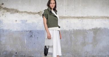 Afbeelding Tof! Anna Walhof ontwierp (25) een modelijn voor mensen die een arm of been missen