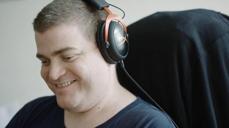 Blinde gamer Sven speelt puur op zijn gehoor afbeelding nieuwsbericht