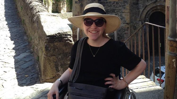 Vivian (23, meervoudig beperkt) wil meer acteurs met een functiebeperking zien afbeelding nieuwsbericht