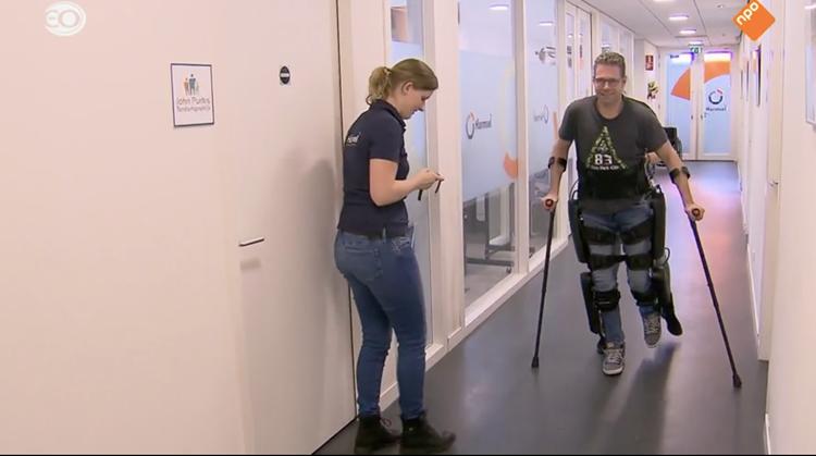 Evert maakt eerste stappen met exoskelet afbeelding nieuwsbericht