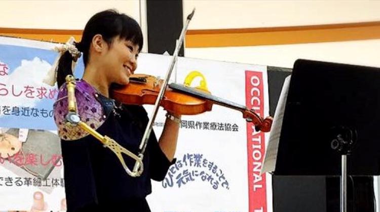 Inspirerend: deze verpleegster weigert te stoppen met viool spelen afbeelding nieuwsbericht