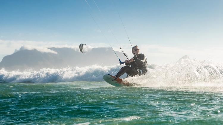"""""""Door kitesurfen voel ik dat ik leef"""" afbeelding nieuwsbericht"""
