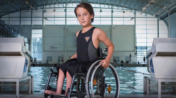 Hij zou helemaal niks kunnen. Nu zwemt Josh (10) iedereen eruit afbeelding nieuwsbericht