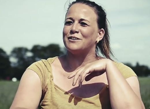 Linda (32) over haar dwarslaesie: 'wakeboarden, skiën, kanoën, fietsen, eigenlijk is alles nog mogelijk' afbeelding nieuwsbericht