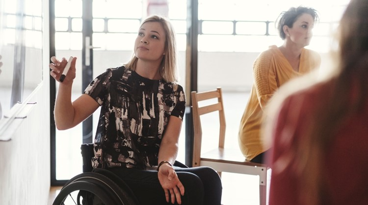 Nadine (22) weet wel raad met arbeidsmarktdiscriminatie: 'Ik word zo goed dat geen baas meer om me heen kan' afbeelding nieuwsbericht