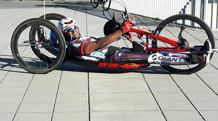 """Aksel (34): """"Ga alsjeblieft niet eenzaam thuiszitten, ga handbiken!"""" afbeelding nieuwsbericht"""