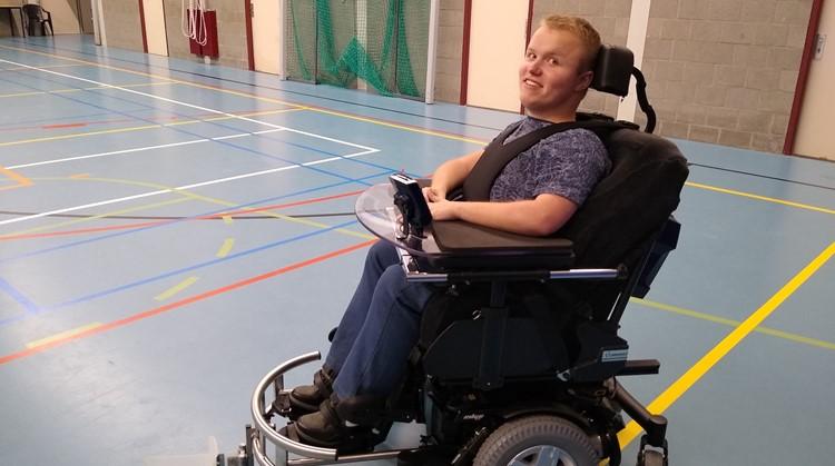 Erwin kan met nieuwe rolstoel weer hockeyen afbeelding nieuwsbericht