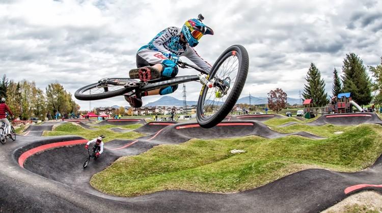 Cross in je rolstoel of driewieler over een pumptrack afbeelding nieuwsbericht