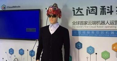 Afbeelding Deze helm helpt blinden alleen over straat