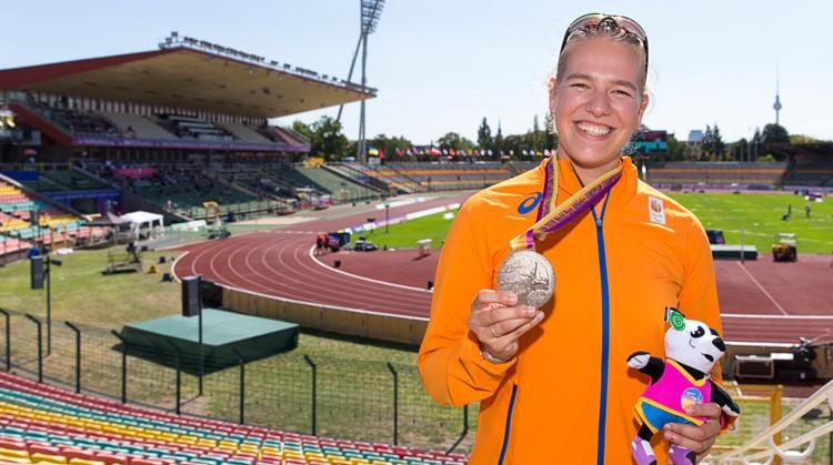 Nienke ging vanuit een rolstoel naar een lopend Nederlands record afbeelding nieuwsbericht