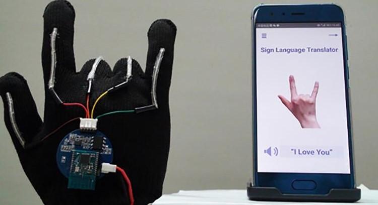 Deze handschoen vertaalt gebarentaal  afbeelding nieuwsbericht