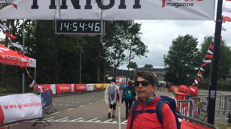 Ineke (57, blind) laat zien hoeveel ze in haar mars heeft afbeelding nieuwsbericht