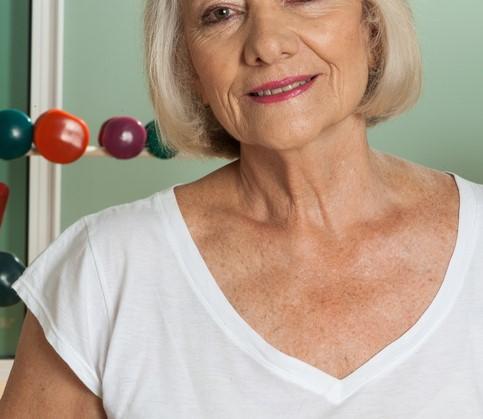 Barbara (75) ontkracht alle stereotype vooroordelen van iemand in een rolstoel afbeelding nieuwsbericht