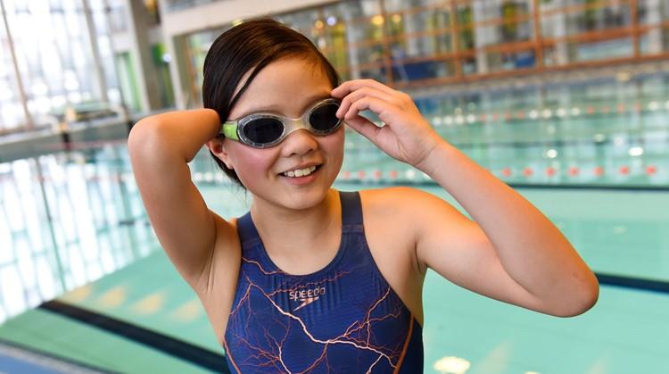 Suzie (11) zwemt 'gewoon' naast Ranomi Kromowidjojo afbeelding nieuwsbericht