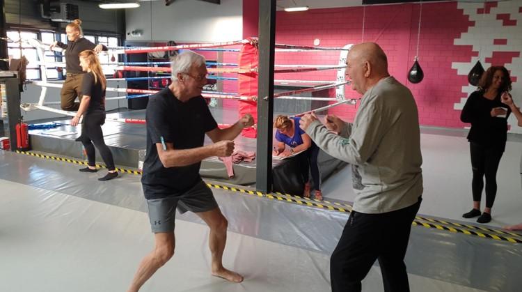 Leon geeft dankzij zijn vader bokslessen aan mensen met Parkinson afbeelding nieuwsbericht