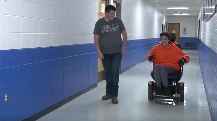 Bijzonder: Tanner kocht rolstoel voor klasgenoot! afbeelding nieuwsbericht