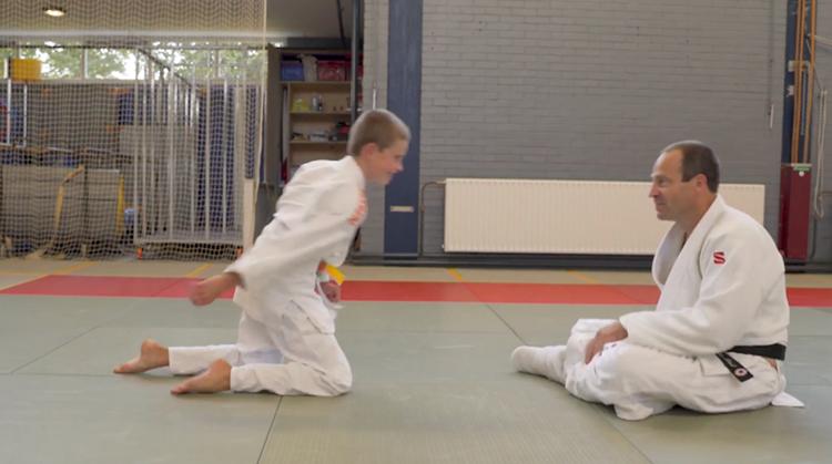 Judoleraar Cees geeft les ondanks dwarslaesie afbeelding nieuwsbericht