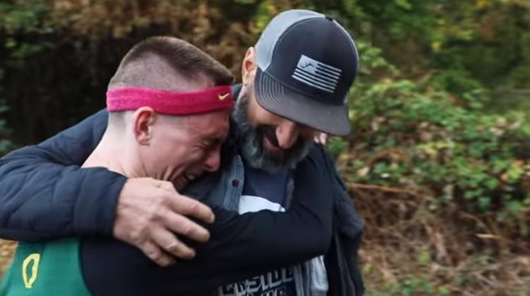 Hardloper Justin met CP barstte in tranen uit toen hij van Nike een contract kreeg afbeelding nieuwsbericht