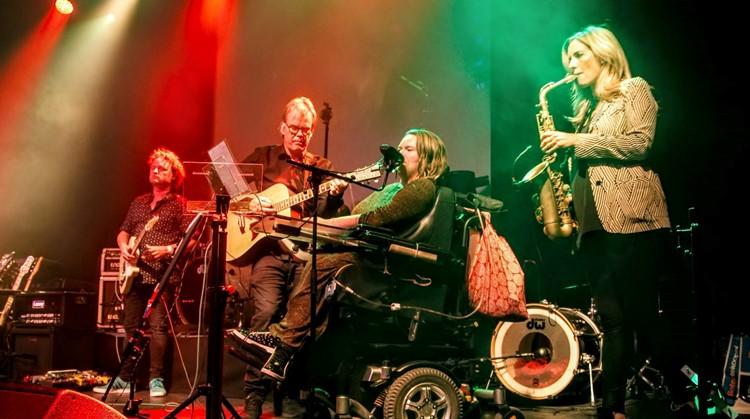 Les van Candy Dulfer op aangepaste saxofoon afbeelding nieuwsbericht