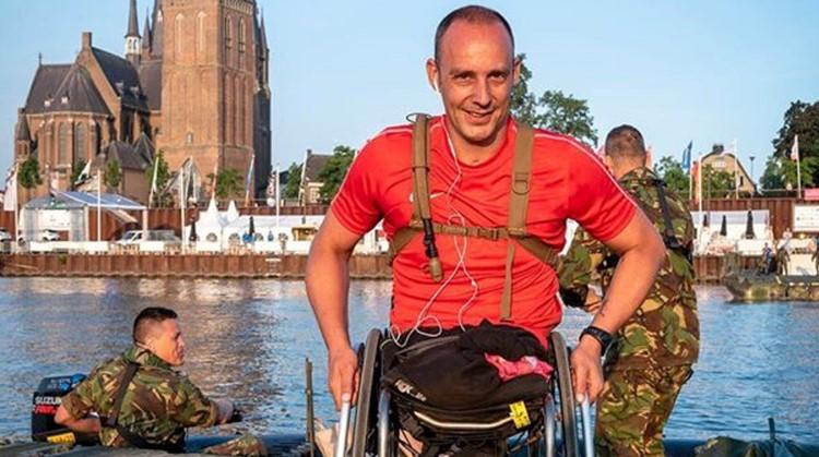 Ronald was in zijn rolstoel de snelste bij de Nijmeegse Vierdaagse afbeelding nieuwsbericht