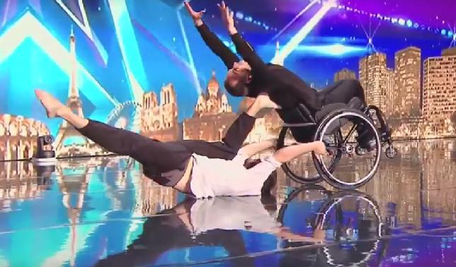 Kippenvel van ontzag als je deze man in rolstoel op het podium ziet afbeelding nieuwsbericht