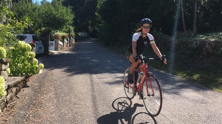 """Dayenne leeft met een half hart en is verslaafd aan wielrennen: """"Maar nu is het even uit tussen mij en mijn fiets"""" afbeelding nieuwsbericht"""