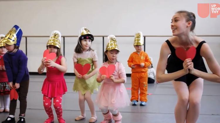 Zó mooi: dansers van het New York City Ballet gaven les aan kinderen met een beperking afbeelding nieuwsbericht
